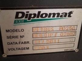 Centro de Usinagem CNC Usado - Diplomat Petrus 90250-R - VENDIDO